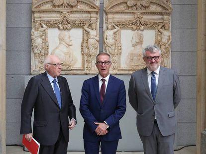 Desde la izquierda, José Pedro Pérez Llorca, José Guirao y Miguel Falomir, ayer, en el Museo del Prado, en Madrid.