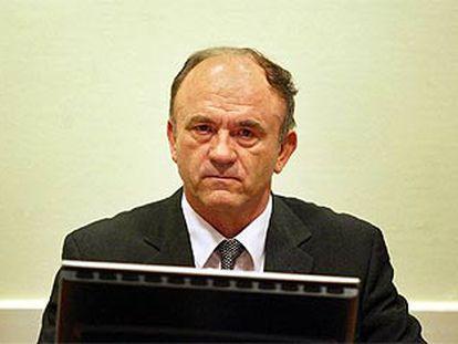 Stanislav Galic espera, ayer en La Haya, la sentencia del tribunal.