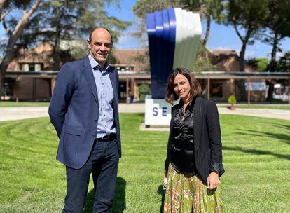 José Javier Hombrados, exportero de balonmano y director del programa deportivo de los colegios SEK, y Eloísa López, directora del centro SEK El Castillo (en Madrid).