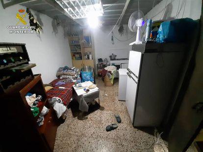 Cuchitril en el que era obligada a vivir la mujer argelina esclavizada en Alicante que ha liberado la Guardia Civil.