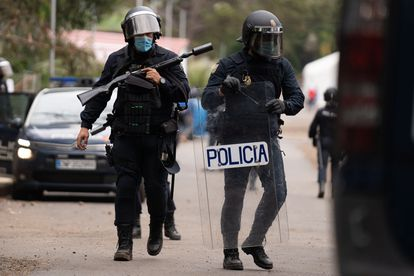 Intervención policial este martes en el campamento de Las Raíces, en La Laguna (Tenerife), durante unos altercados entre migrantes.