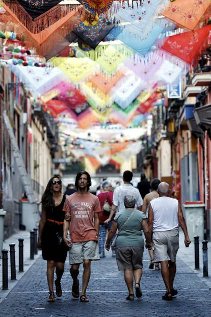 La calle de Oso durante las fiestas de San Cayetano en Madrid.