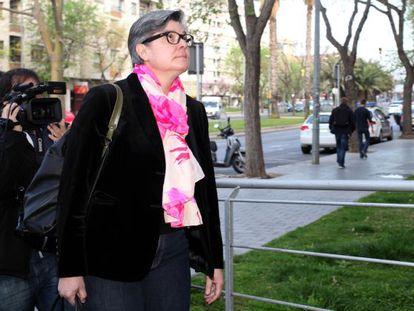 Ester Ventura entrando a los juzgados de Reus en abril de 2014.