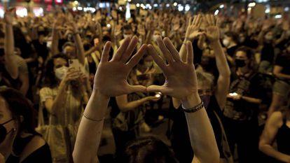 Manifestación en Madrid el viernes 11 de junio de 2021 contra la violencia machista por el asesinato de Anna y Olivia, dos niñas de Tenerife a las que su padre secuestró y mató.