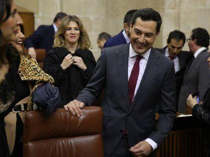 La investidura de Juan Manuel Moreno en el Parlamento de Andalucía, en imágenes