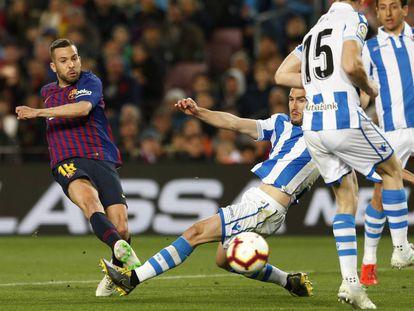 Jordi Alba conecta el disparo que supuso el 2-1.