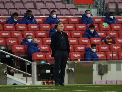 El entrenador del Barcelona, Ronald Koeman, durante el Barcelona - Granada en el Camp Nou.