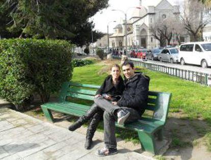 Pablo Rubio junto a su novia en Valparaiso (Chile).