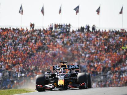 Max Verstappen, al frente de la prueba en el circuito de Zandvoort