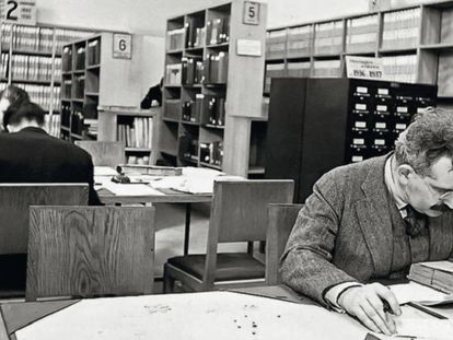 Walter Benjamin, en la Biblioteca Nacional de Francia en París en 1939.