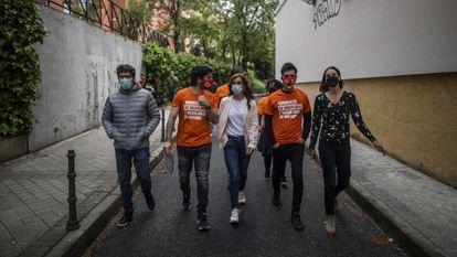 La candidata de Más Madrid a las elecciones autonómicas del 4 de mayo, Mónica García, con el Sindicato de Inquilinas e Inquilinos de Madrid, el 26 de abril.