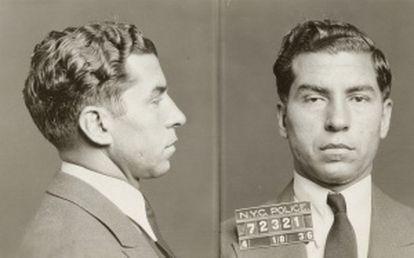 Ficha policial del mafioso Charles 'Lucky' Luciano (Foto: New York City Municipal Archives).