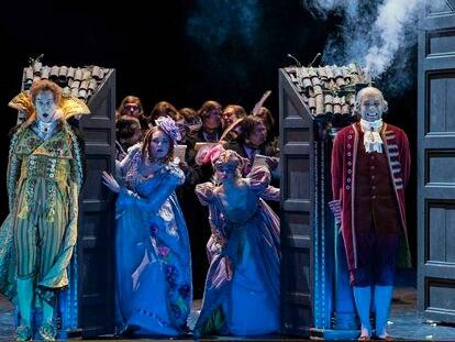 Un momento de la representación de 'La Cenerentola', con el reparto que estrenó la producción en Oslo en 2017.