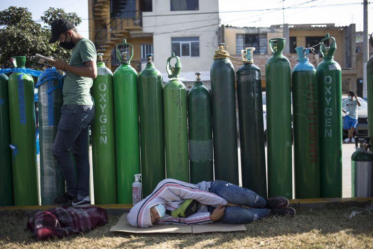 Perú se enfrenta al avance de la pandemia sin suficientes camas de UCI,  oxígeno ni médicos en los hospitales | Sociedad | EL PAÍS