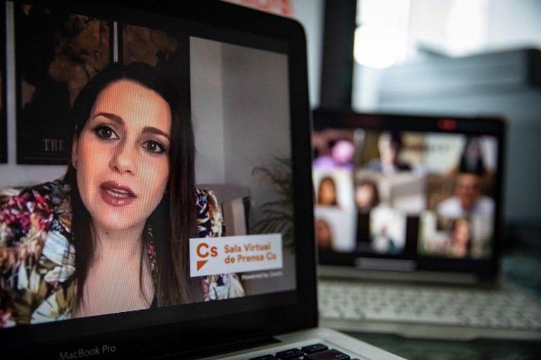 La líder de Cs, Inés Arrimadas, en rueda de prensa por videoconferencia.