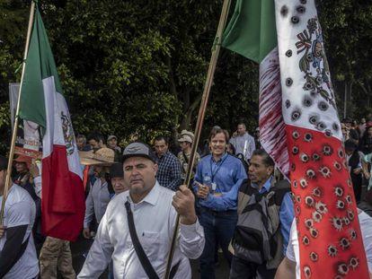 Julián LeBarón durante la marcha de esta mañana. En video, La marcha por la paz avanza rumbo a la Ciudad de México.