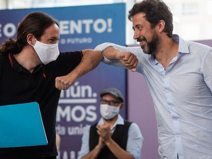 El vicepresidente del Gobierno, Pablo Iglesias, y  Antón Gómez Reino, durante la campaña gallega.