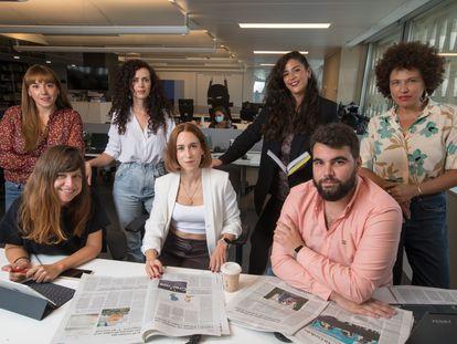 Desde la izquierda, Bárbara Ayuso, Elsa Cabria, Isabel Cadenas, Inés Vila, Marta Curiel, José Juan Morales y Silvia Cruz, que forman el equipo de EL PAÍS Audio.