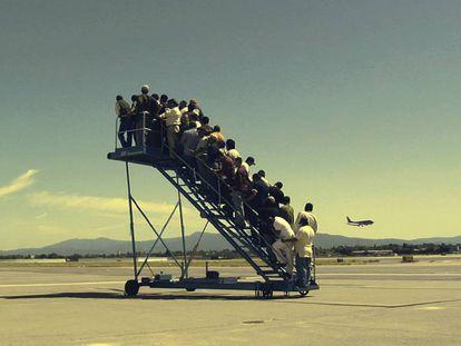 Imagen del corto documental 'Centro de detención temporal', de Adrian Paci.