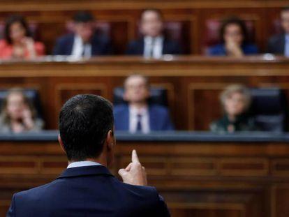 El presidente del Gobierno, Pedro Sánchez, responde al líder del PP, Pablo Casado, en el Congreso.