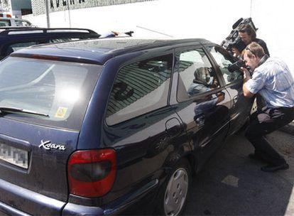 El vehículo en el que fue hallado muerto el pequeño.