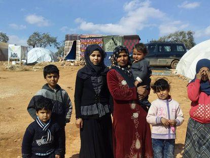 La esposa y algunos hijos de Naser Baruk, ayer en el poblado de Al Batne, en una imagen proporcionada por la familia.