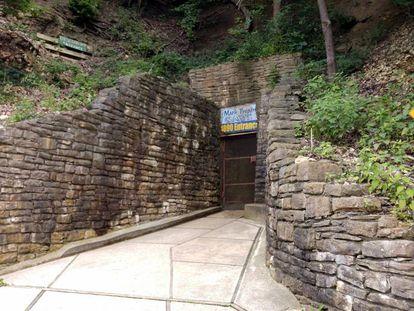 La entrada a la Cueva Mark Twain en Hannibal, Misuri,