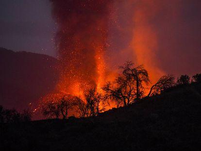 Erupción del volcán de Cumbre Vieja, este lunes.