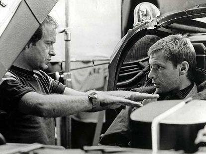 Ridley Scott charla con Harrison Ford durante el rodaje de <i>Blade runner </i><b>en 1982</b>.