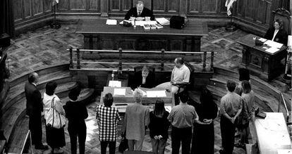 Los integrantes de unos de los primeros jurados en Barcelona, en 1996.