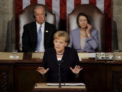 Merkel, el entonces vicepresidente de EE UU, Joseph Biden, y la presidenta de la Cámara de Representantes, Nancy Pelosi, en el Capitolio en una foto de 2009.