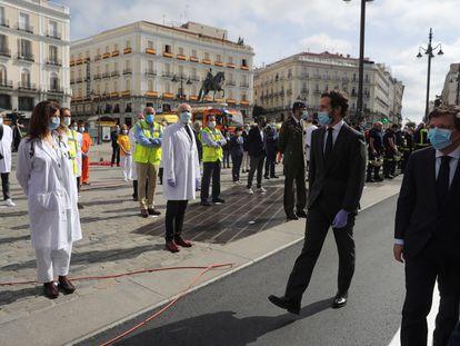 El presidente del PP, Pablo Casado y el alcalde de Madrid, José Luis Martínez-Almeida, el pasado sábado en la Puerta del Sol (Madrid).