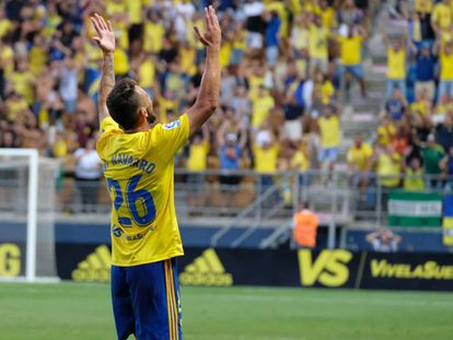 Javi Navarro, del Cádiz CF, festeja un gol en un partido de LaLiga SmartBank de la pasada temporada.