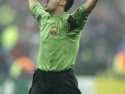 Víctor Valdés, portero del Barça, celebra la victoria en la final de París de 2006.