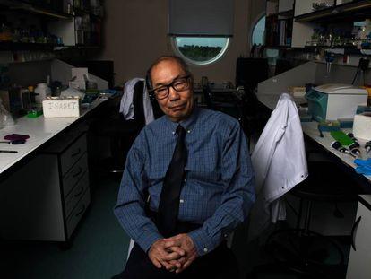 El investigador chinocanadiense Tak Mak, en el Centro Nacional de Biotecnología, en Madrid.
