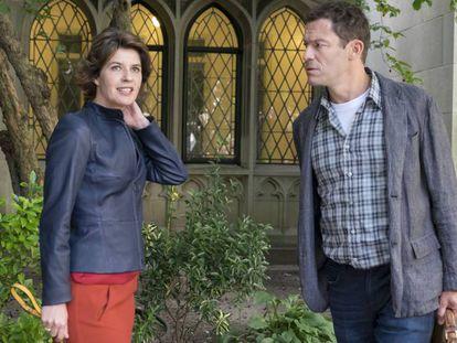 Irène Jacob y Dominic West, en la tercera temporada de 'The Affair'.