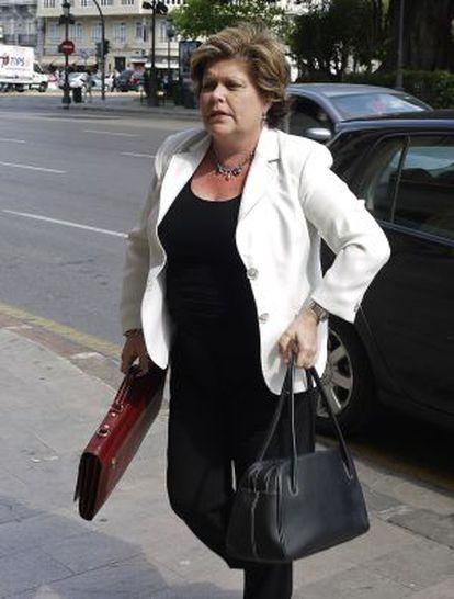 La exconsejera de Turismo Milagrosa Martínez, a las puertas del TSJ de Valencia, donde declaró como imputada el pasado mayo.