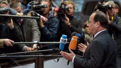 El presidente francés, François Hollande, atiende a los medios el pasado lunes en Bruselas.