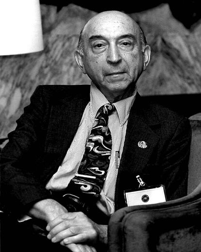 Lofti A. Zadeh, padre de la lógica difusa, en 1999.