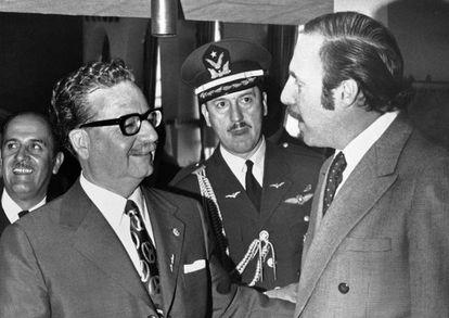Salvador Allende (izquierda) y Orlando Letelier, en 1971 en Quito