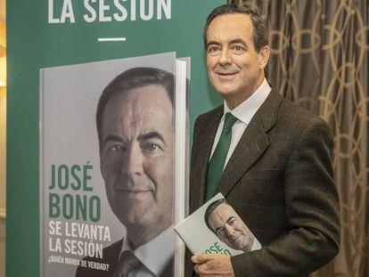 El exministro de Defensa, José Bono, durante la presentación de su libro. En vídeo, sus declaraciones sobre la coalición entre PSOE y UP.