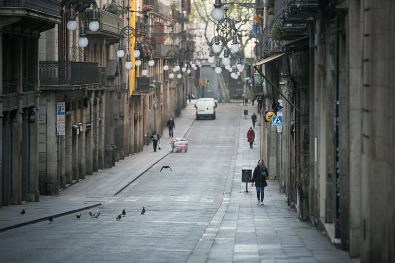 Una calle del centro de Barcelona, a comienzos de abril.