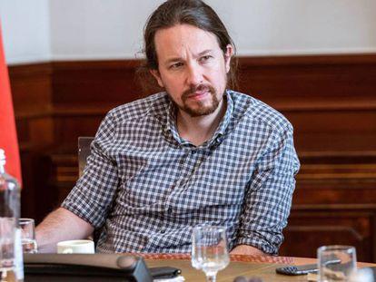 El secretario general de Podemos, Pablo Iglesias, durante la reunión de la mesa política confederal para las negociaciones de la formación de Gobierno, este viernes en Madrid.