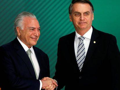 El presidente de Brasil, Michel Temer, junto al presidente electo, Jair Bolsonaro, en Brasilia el 7 de noviembre.