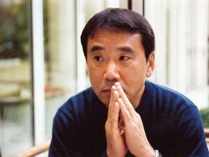 """Murakami comenzó a correr tardiamente, a los 33. """"Fumaba 60 pitillos al día. Los dedos me amarilleaban y todo el cuerpo me apestaba a tabaco"""", argumenta como motivo para empezar a hacer ejercicio."""