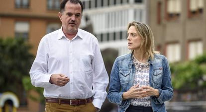 El eurodiputado Carlos Iturgaiz y la candidata del sector crítico a la Presidencia del PP de Bizkaia, Raquel González, la pasada semana.