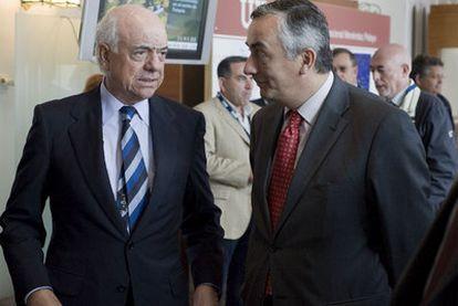 González (izquierda) y Ocaña, ayer durante el curso de APIE en Santander.