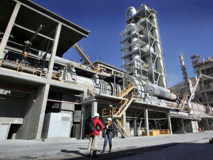 Fábrica de cemento de la multinacional mexicana Cemex en Buñol (Valencia).