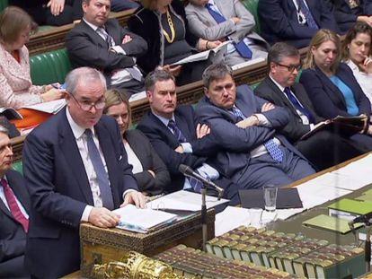 El fiscal general Geoffrey Cox responde, este lunes, a preguntas en la Cámara de los Comunes.