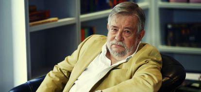 El escritor José María Guelbenzu.